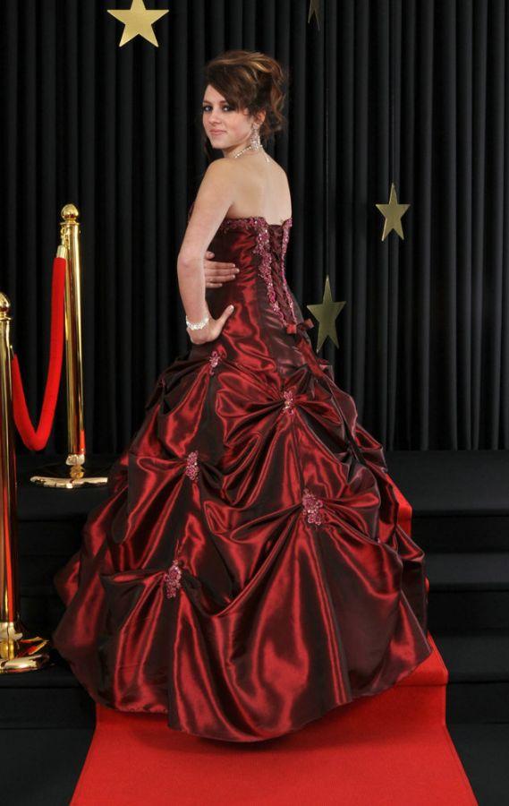 Ledeee plesové šaty na míru na maturitní ples 417 - plesové šaty ... d5493b077c